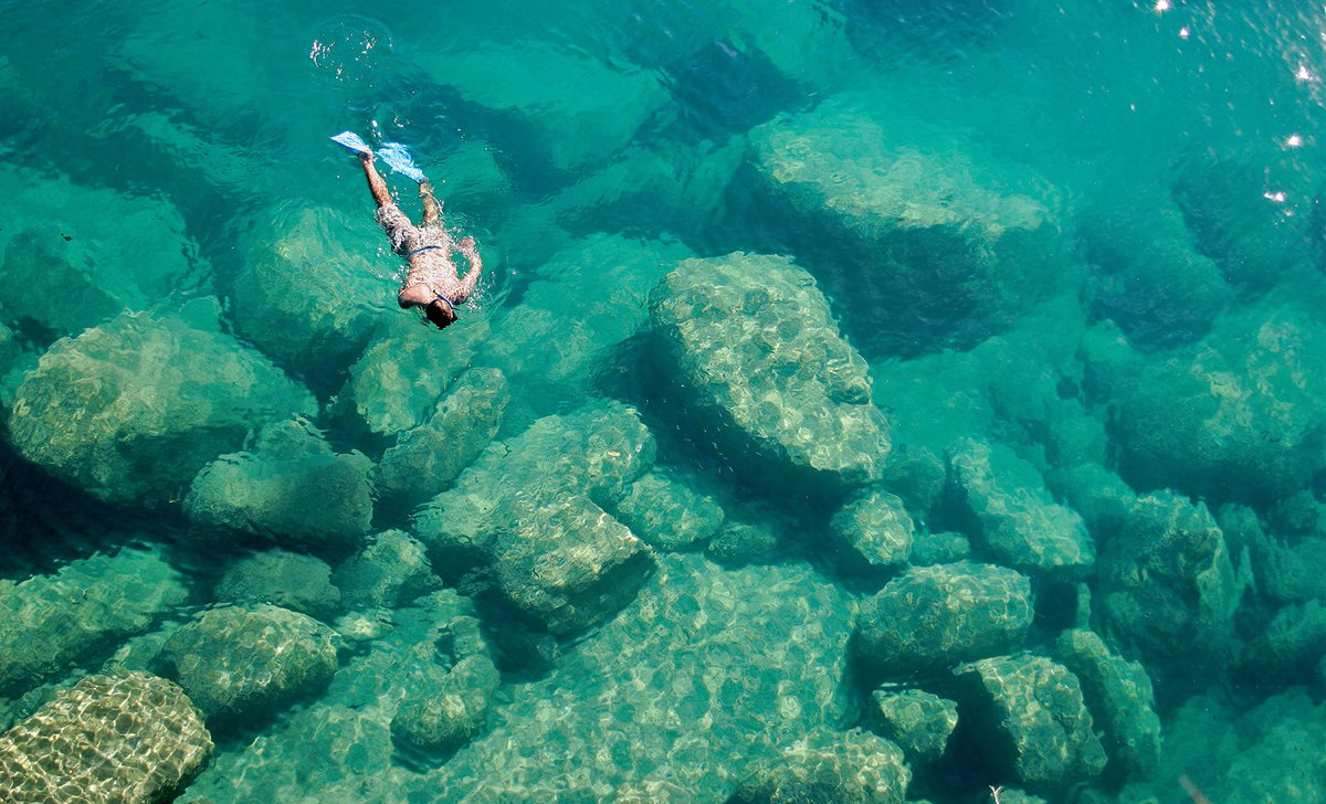 a-snorkeler-explores-the-scenic-rock-formations-of-the-islands-of-lake-malawi-malawi-africa-ss-10143.jpg