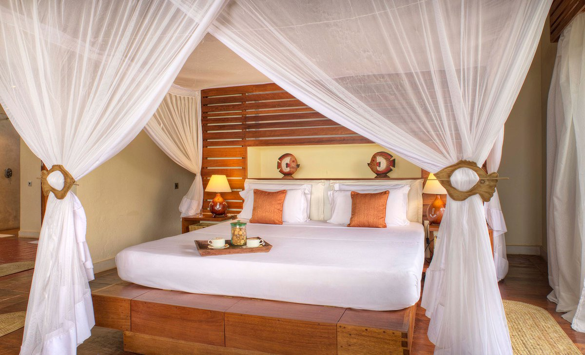 Suite bedroom, Ocean Spa Lodge.