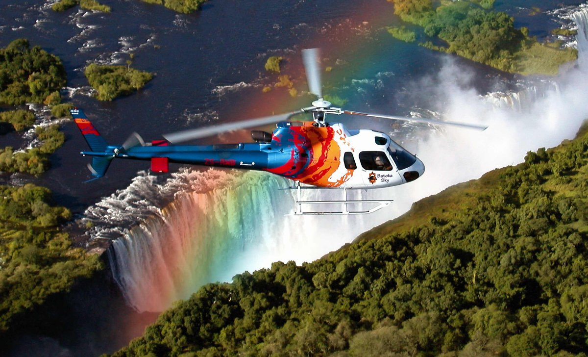 victoria-falls-1st-para-helicopter-over-the-falls-81205.jpg